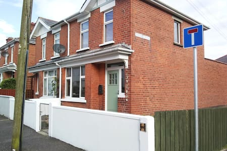 Mollys House, Whitehead by the sea - Self Catering