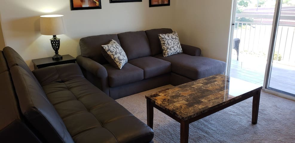 SPACIOUS APARTMENT SECONDS FROM DOWNTOWN PAGE!