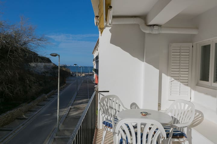 1 bedroom apartment in Sa Riera, Begur, 50m to the beach and terrace (Ref:H28)
