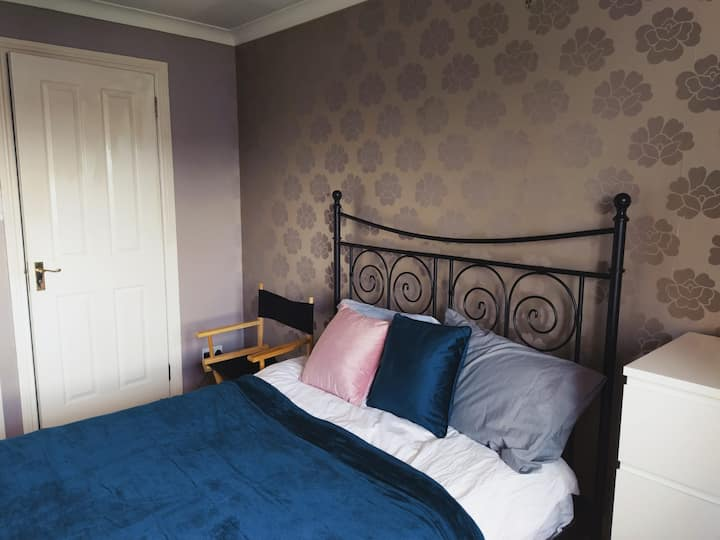 Double Bedroom for 1 or 2 in Little France area.