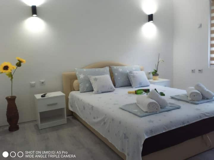 ★★ Enyoj in One Bedroom Apartments ★★ Relax
