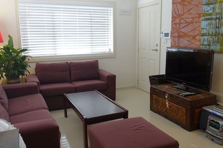 Bright New & Cosy 2-BR Self Contained Townhouse - Townhouse