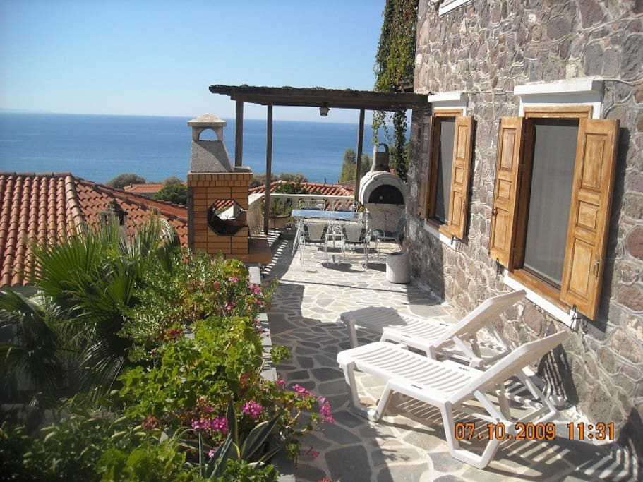 Terrace for sunbathing & Bhttps://www.airbnb.co.uk/manage-listing/8736091/photosarbeque