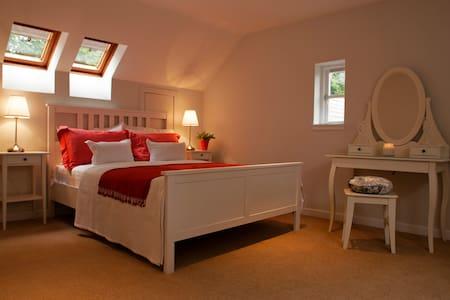 The Arthur Conan Doyle Suite @ Just B - Balerno - Gästehaus