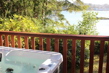 Ocean Front-Romantic Cove B&B w/private HotTub