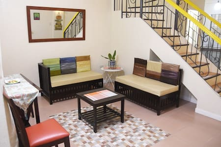 Suzy's Place, 3BR / 7-8pax nr Jaro CERES bus term