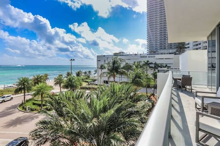HYDE BEACH 03 / 1 BEDROOM UNIT WITH WATER VIEW