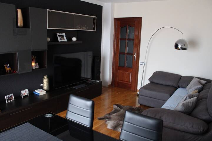 NICE ROOM, 20MIN TO THE CITY CENTER - Barcelona - Departamento