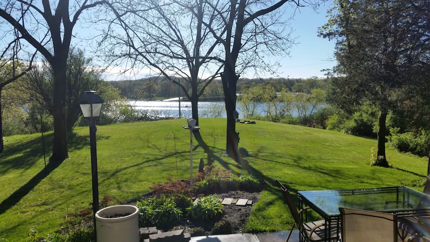 Paradise of Birds!  Beautiful 3bd home over lake!