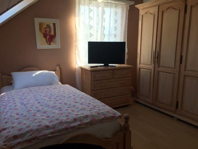 Schönes und ruhiges Zimmer in der Nähe von Basel - Frenkendorf - Dom