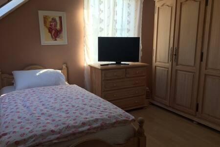 Schönes und ruhiges Zimmer Nähe Basel