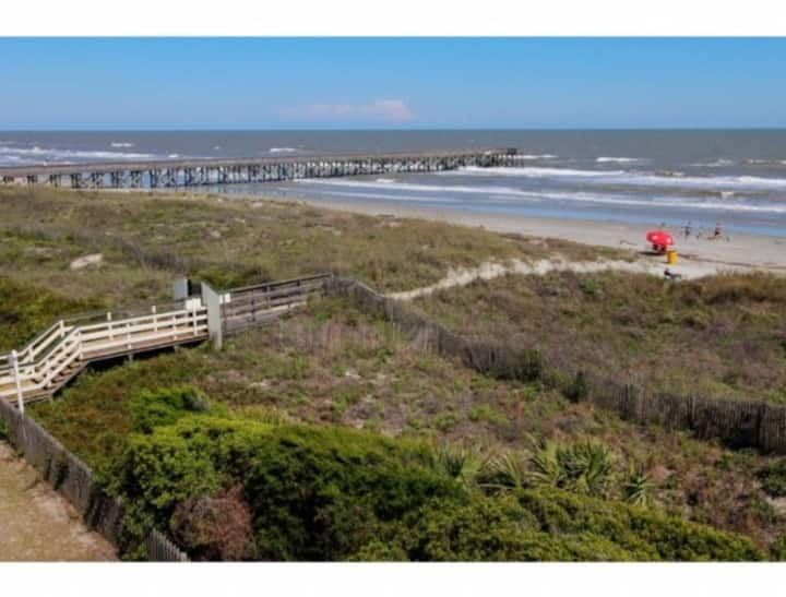 Oceanfront 3rd Floor Condo! Pool & Pier Access! Great Location in IOP!
