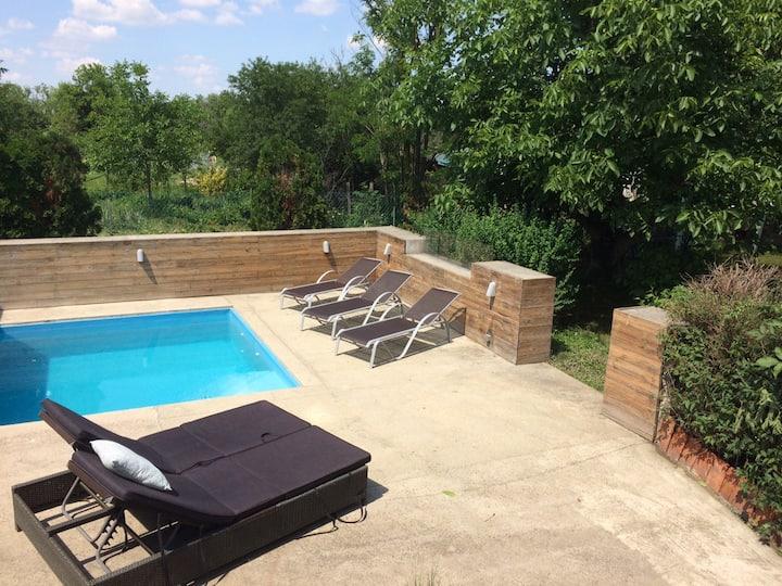 Wunderschönes Cottage mit großem Pool