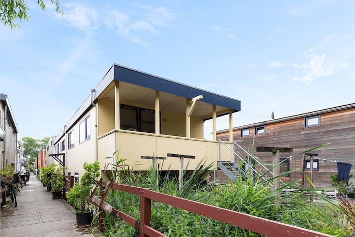 Perfect Private Studio In UNIQUE Houseboat Village!