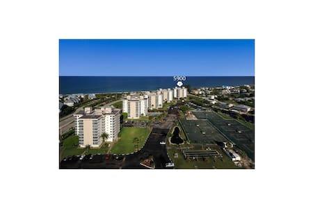 Beach &Tennis Club #1002 Top Floor GREAT VIEWS! - Bonita Springs - Kondominium