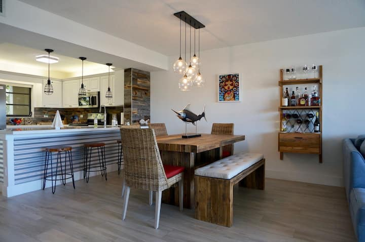 Newley Remodled Beach Apartment in Buttonwood Bay