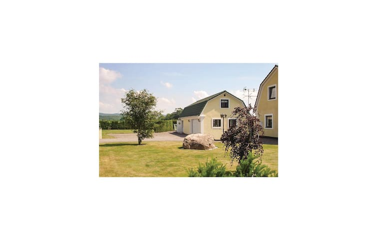 Holiday cottage with 1 bedroom on 90 m² in Båstad