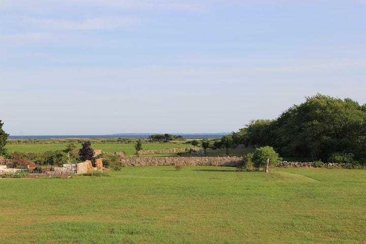 Walk/Bike to the beach Private Room, Private Farm!