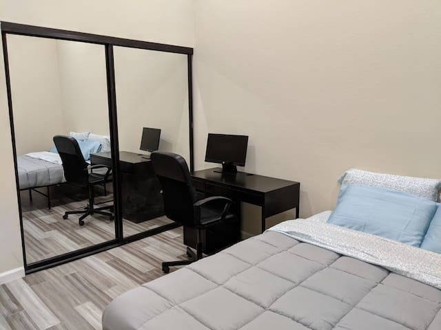 Private, clean, cozy room in Sorrento Valley