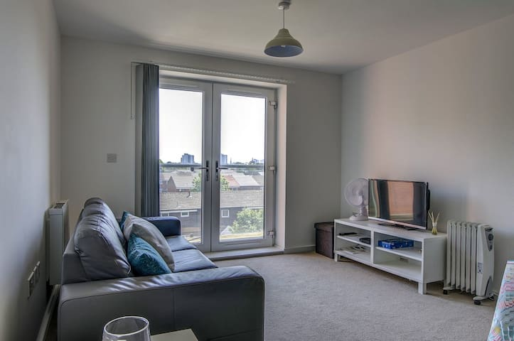Large, spacious and modern apt for 4 in Manchester