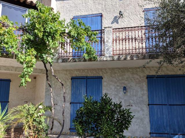 Beau 3 pièces dans villa provençale au calme