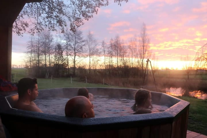 Holiday home 3 bedrooms 3 bathrooms Hottub