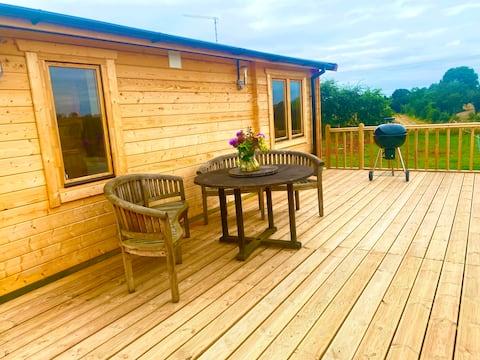 Pheasants Folly - Stunning 2 bedroom log cabin