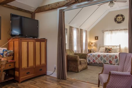 Spacious Year Round Suite on Water View Property! - Harpswell