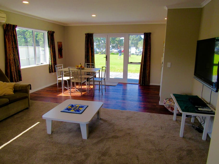 Practice fairway apartments for rent in tauranga bay of for Fairway house cleaning