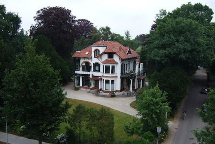 Cosy apartment in a villa from 1901 - Bussum - Wohnung