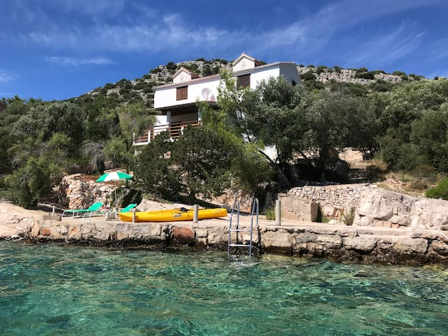 Beachfront Skrivena Luka Villa: Boat Dock & Kayaks