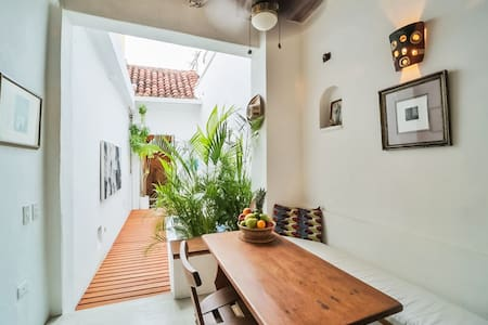 Beautiful Private Home in Centro Historico, Pool..