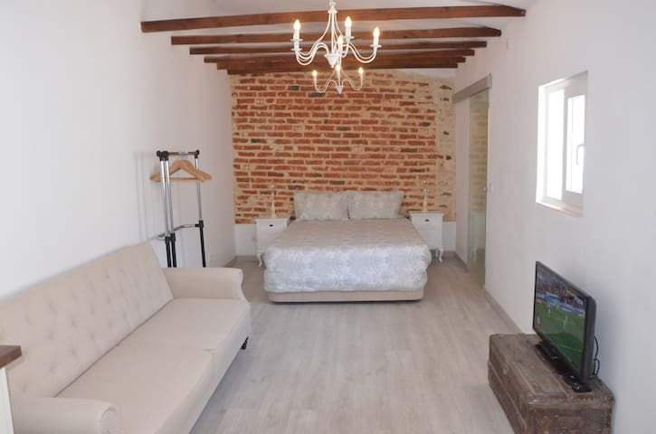 Charming Brick Wall Studio with patio in Belém - Lisboa - Hus