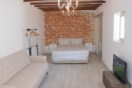 Charming Brick Wall Studio with patio in Belém - Lisboa - Dům