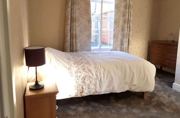Kylemore House Glastonbury, the Gold Room