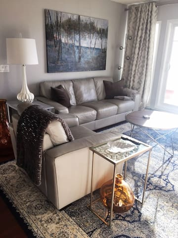 Sweet Suite! Stunning 2 bdrm/2 bath private condo