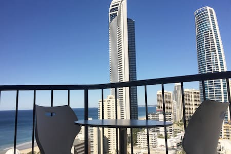 Sub-Penthouse Studio- balcony views, free internet