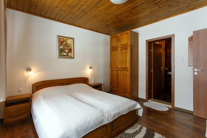 Room N 5