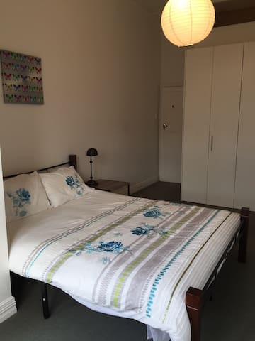 Lovely room with dble bed in Villa in McVay Street - Napier - Talo