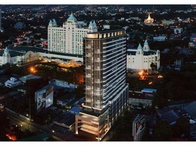 Sky View Suite AVENIR 14T. Beautiful Iconic Condo