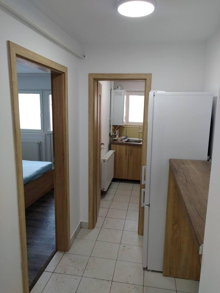 Apartment 13 Eroilor, Husi