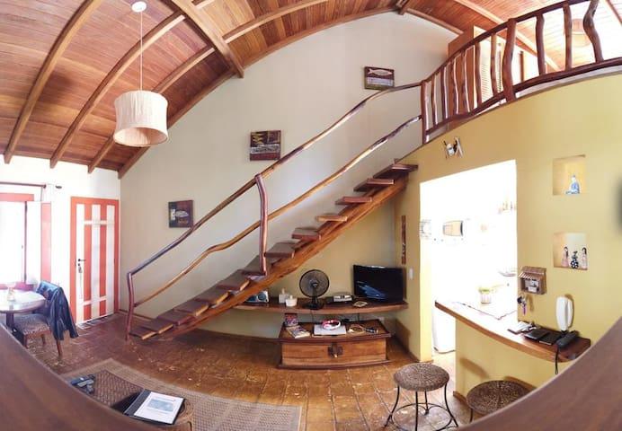 Vista da escada e acesso ao mezzanino
