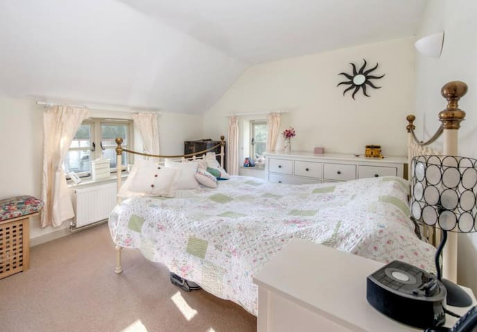 Country Cottage in the Heart of Somerset