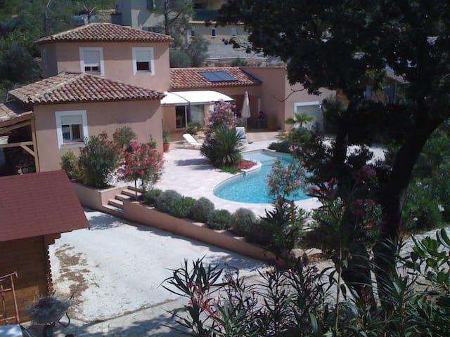 Très belle villa à proximité de la mer - Sanary-sur-Mer - House