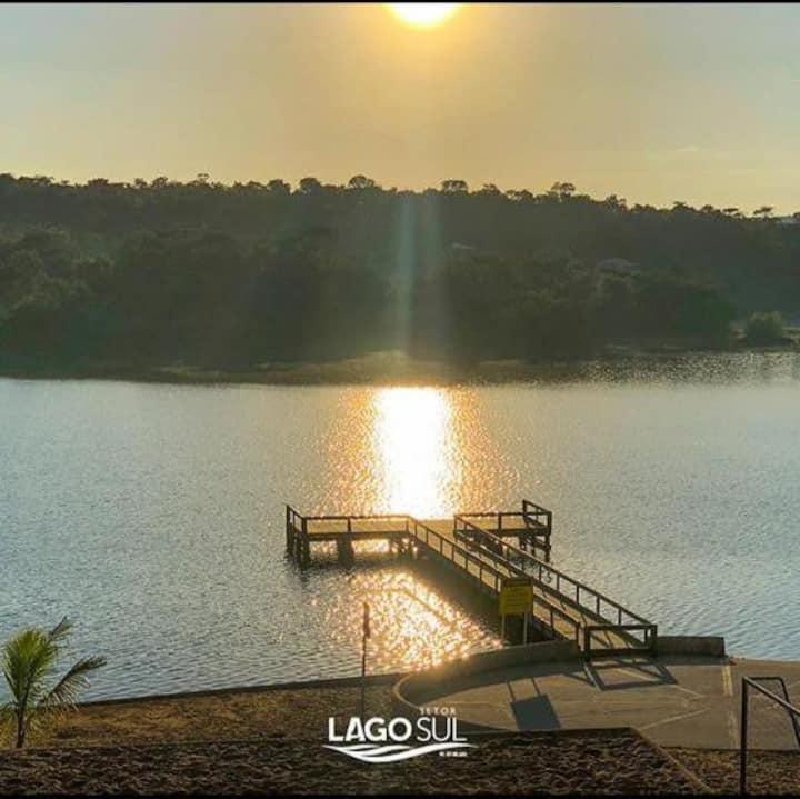 Casa localizada próximo ao lago Corumbá em Caldas