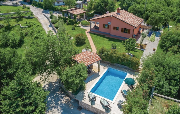 Amazing home in Labin with WiFi and 2 Bedrooms