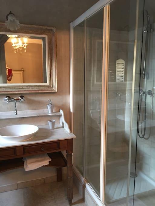 Salle de bain de la chambre Feebaroque