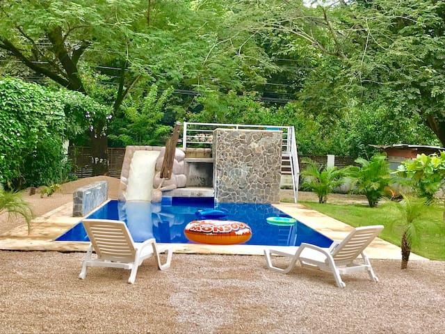 Fun house, Big Yard & Pool
