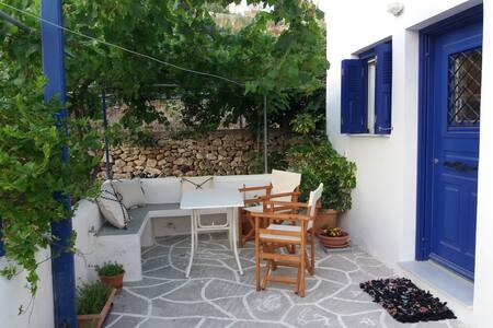 Flora psathi apartment-Kimolos