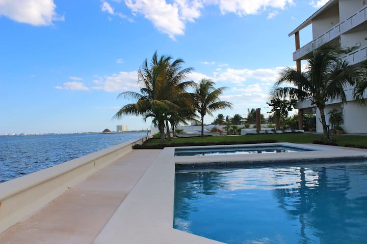 Beautiful Beachfront Condo! - Cancún - Pis